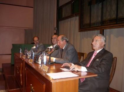 Mesa-de-los-conferenciantes